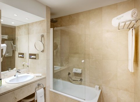 Badezimmer Hotel Conde Duque in Madrid